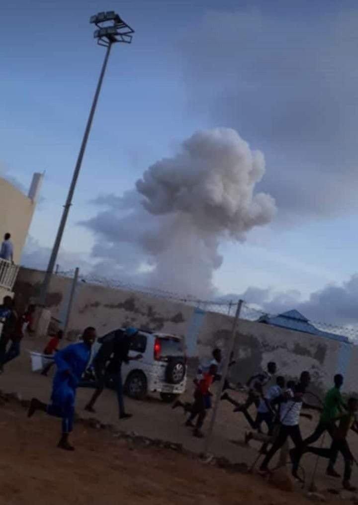 索馬利亞南部奇斯梅耀鎮(Kismayo)發生自殺炸彈攻擊。 圖/取自twitter