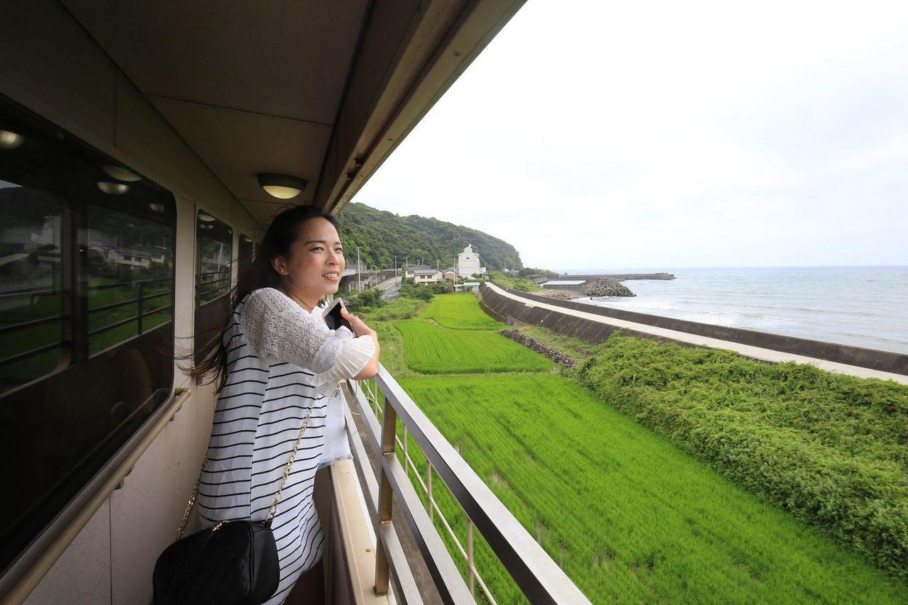 每天2班次往返「後免-奈半利」之間的太平洋景觀列車。圖/高知縣政府提供