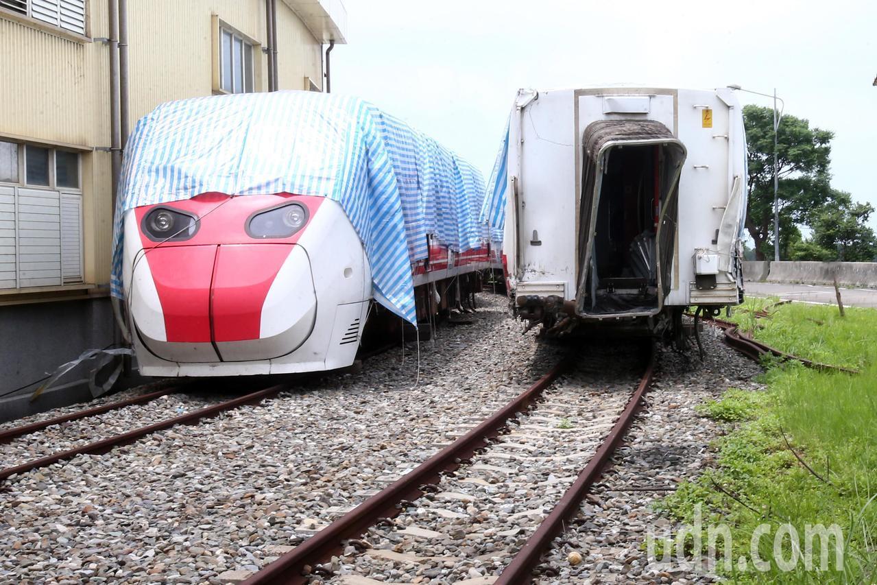 發生嚴重事故的台鐵6432次普悠瑪列車,靜靜的停在台鐵富岡基地內。本報資料照片