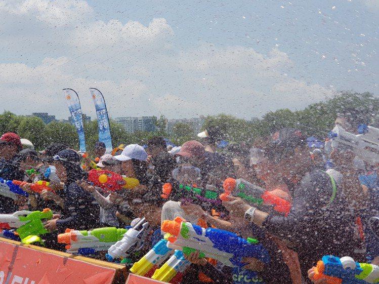 遊客可以參加水仗大戰,清涼一夏。圖/取自2019漢江夏季慶典活動官網