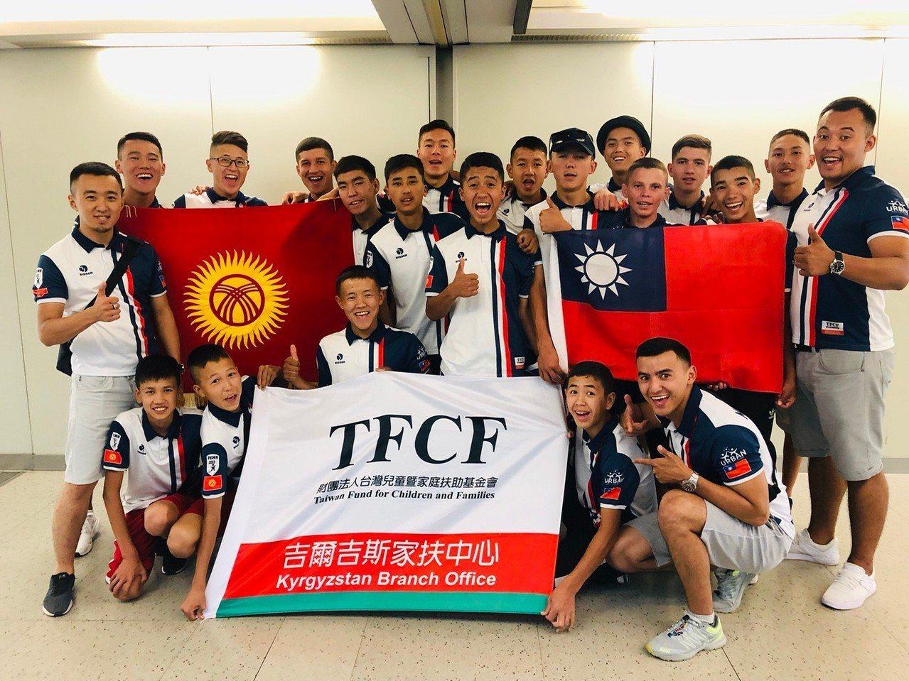 一群吉爾吉斯的家扶青少年,飛越4600公里到台灣展開文化交流。圖/花蓮家扶中心提...