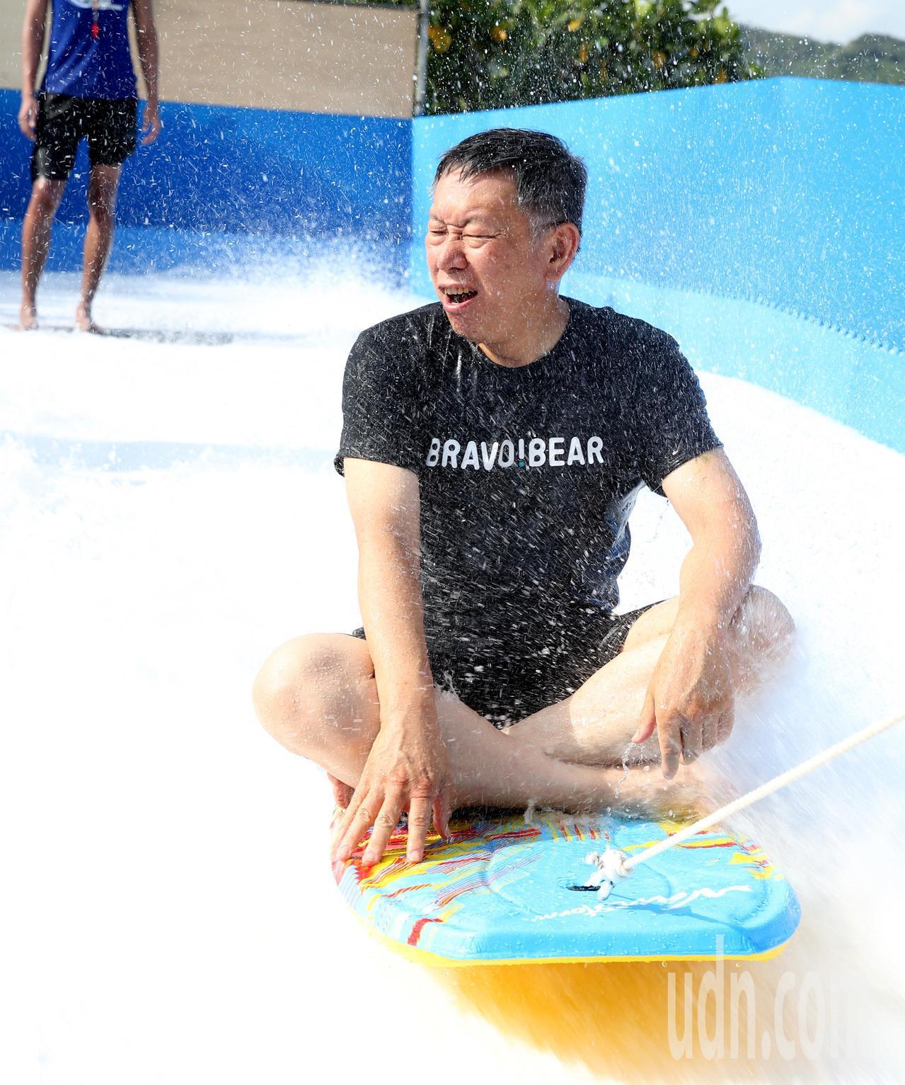 台北市長柯文哲下午參加「2019台北河岸童樂會-熊讚水樂園」開幕,並體驗國內首次...