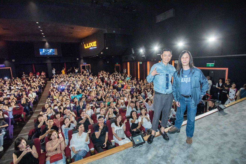 劉德華(左)、邱禮濤(右)參加影映前會粉絲。圖/華映提供
