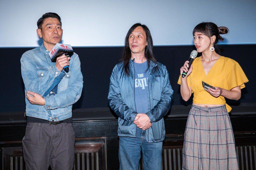 劉德華(左)、邱禮濤(中)參加影映前會粉絲。圖/華映提供