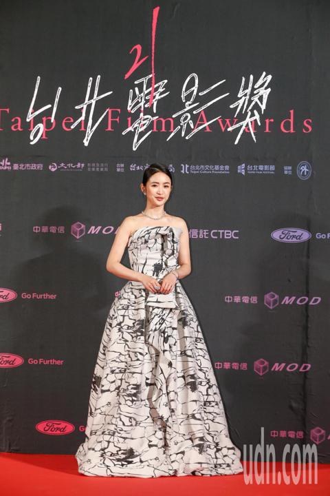 台北電影獎頒獎典禮今天舉行,林依晨露美背擔任影展大使