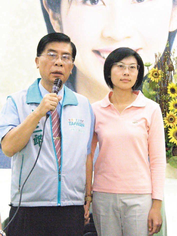 民進黨籍立委林岱樺(右)的父親、前鳳山市長林三郎(左)今天因病過世,享年75歲。...