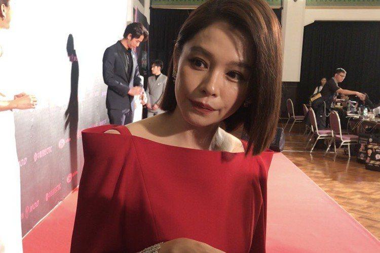 徐若瑄以「人面魚 紅衣小女孩外傳」首度叩關台北電影節最佳女主角,今天她出席頒獎典禮,一到現場,拍攝回憶湧現,她搞笑跟眾多攝影師們說:「你們現在坐的位置,就是我著魔的地方。」原來她在「人面魚」一場著魔...