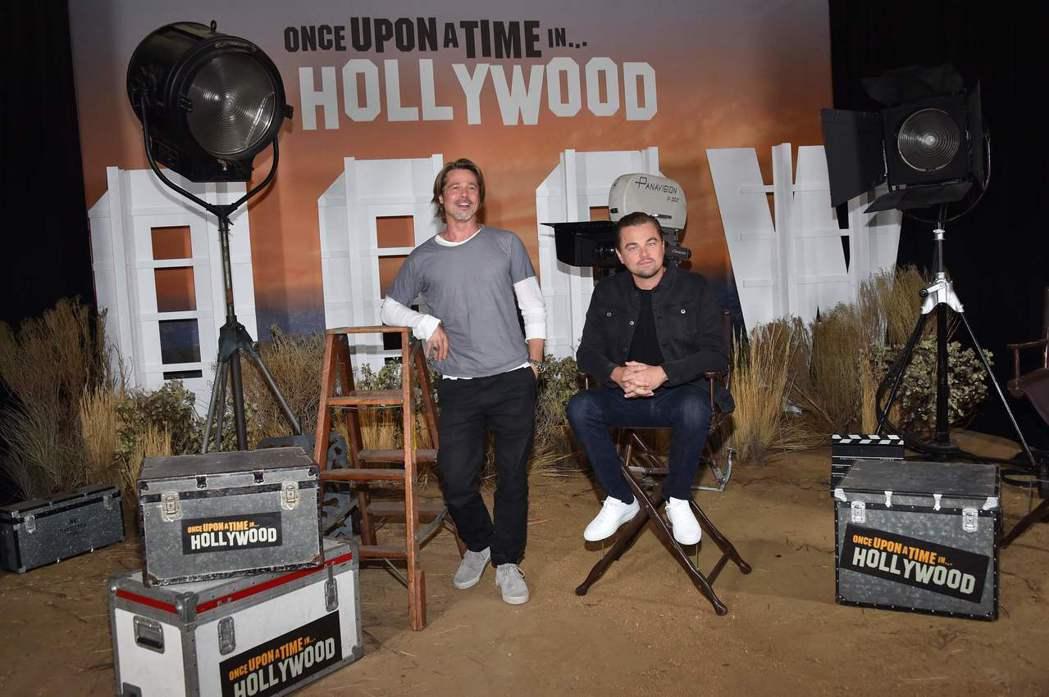 布萊德彼特(左)與李奧納多狄卡皮歐(右)11日在洛杉磯四季飯店受訪。法新社