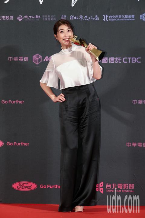 台北電影獎最佳女配角,由劇情長片老大人女配角黃嘉千獲得。