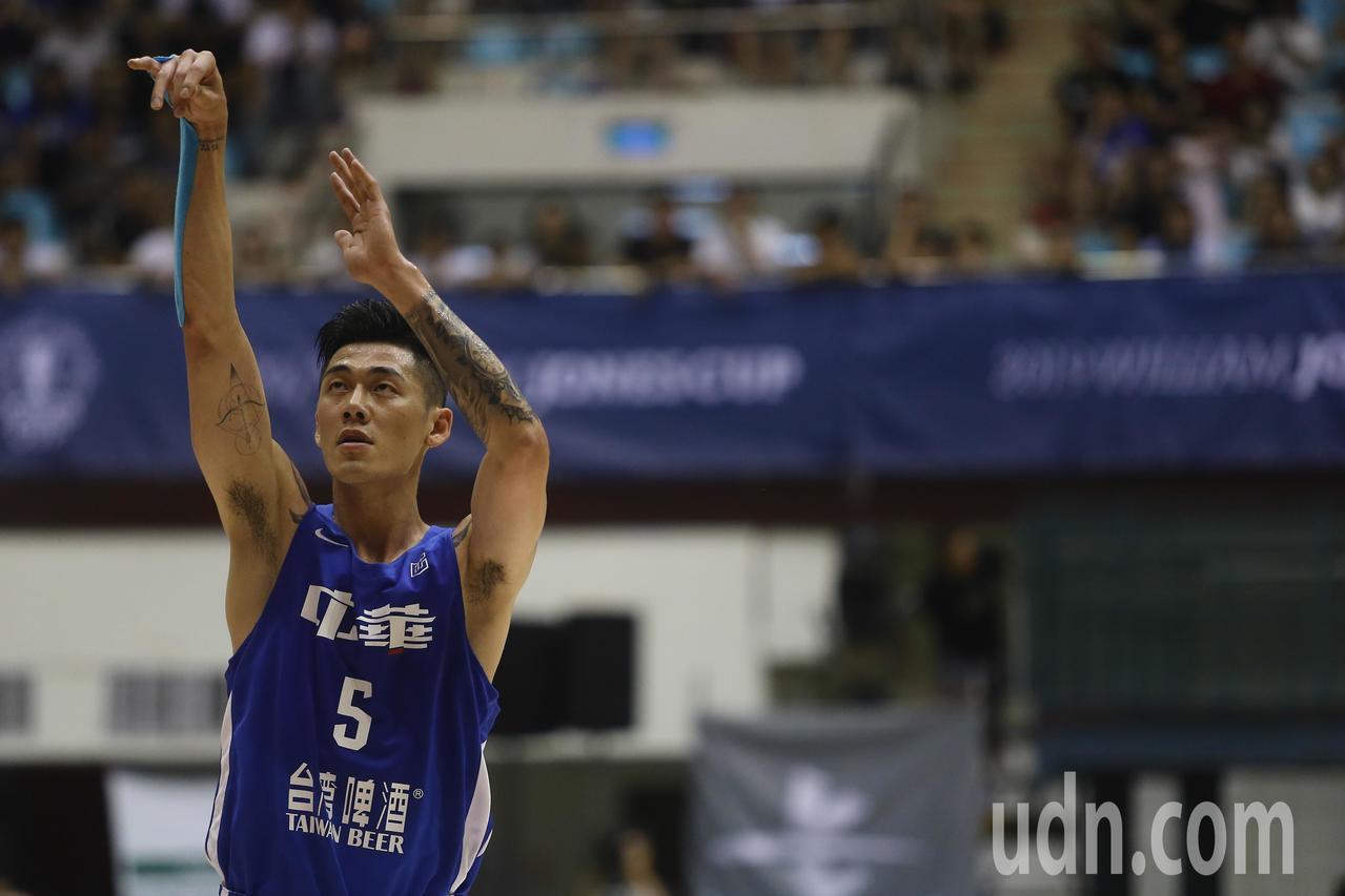 中華藍球員劉錚上半場拿下19分。記者黃仲裕/攝影