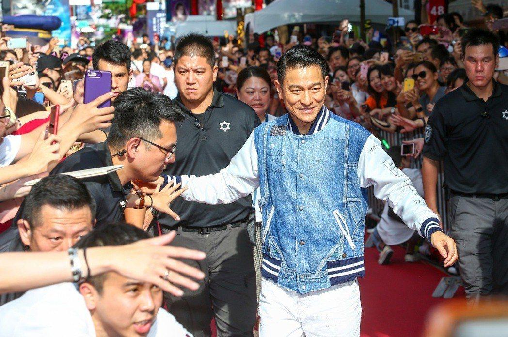 劉德華和台灣影迷近距離互動。記者王騰毅/攝影