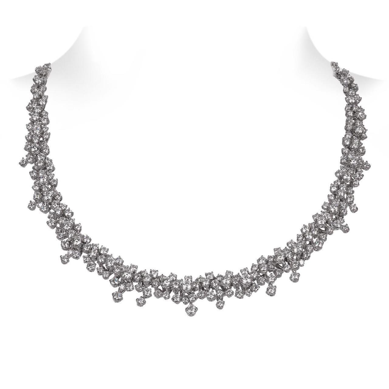 林依晨配戴寶詩龍頂級珠寶系列Lilas鑽石項鍊,約510萬元。圖/寶詩龍提供