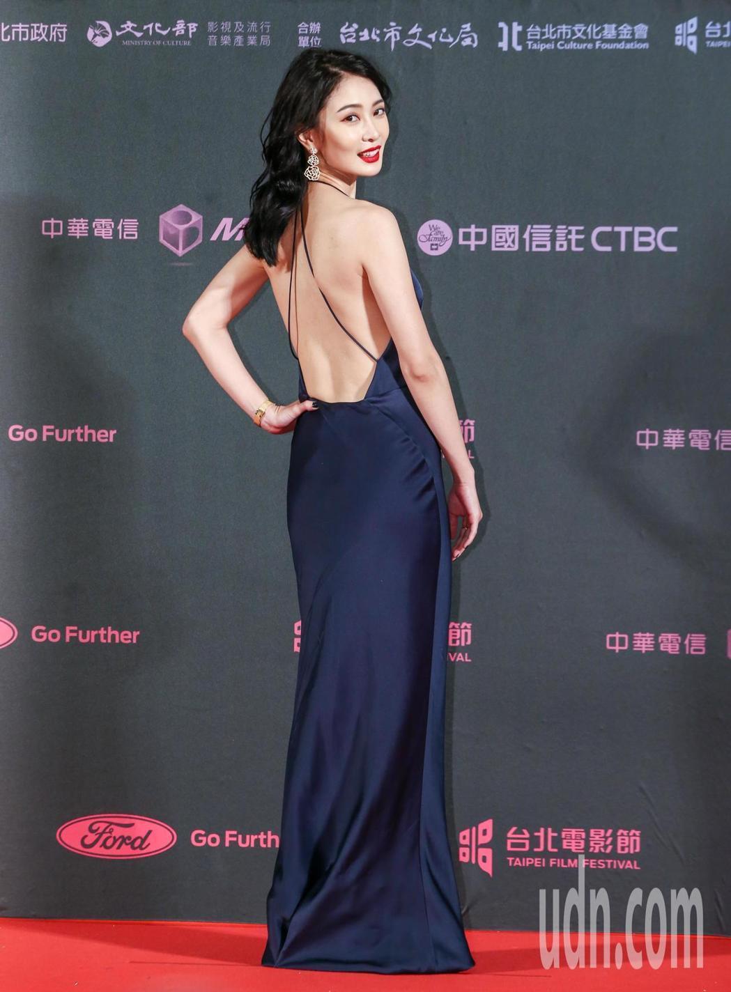 台北電影獎劇情長片野雀之詩女主角李亦捷配戴伯爵珠寶秀出美背。記者曾原信/攝影
