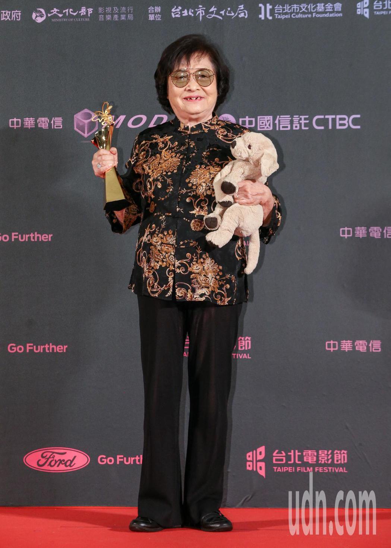 台北電影獎最佳女主角,由短片帶媽媽出去玩女主角劉引商(圖),與劇情長片野雀之詩女...