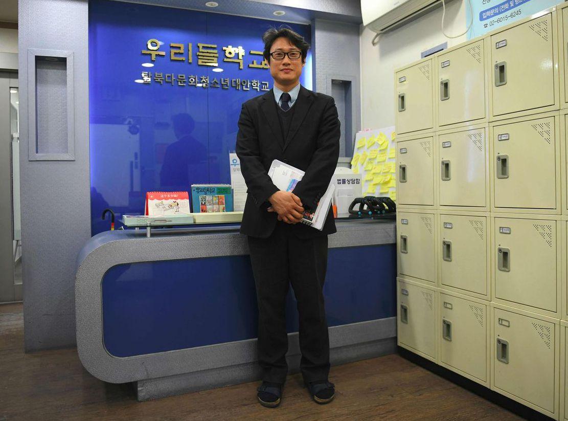 沃利多學校校長元東洙表示,提供脫北者免費課程至關重要,可幫助他們適應新生活。 (...