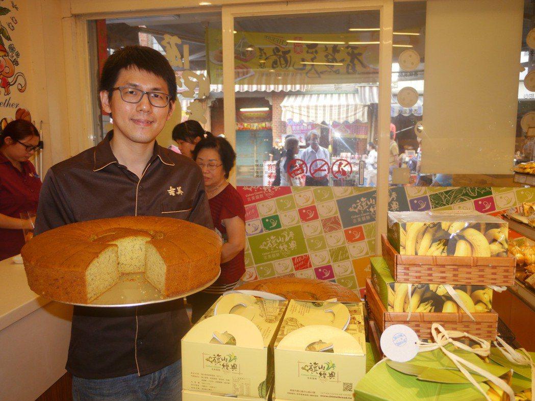 旗山「吉美麵包店」出產的香蕉蛋糕搭上韓流便車,業績提升三成左右。 圖/聯合報系資...