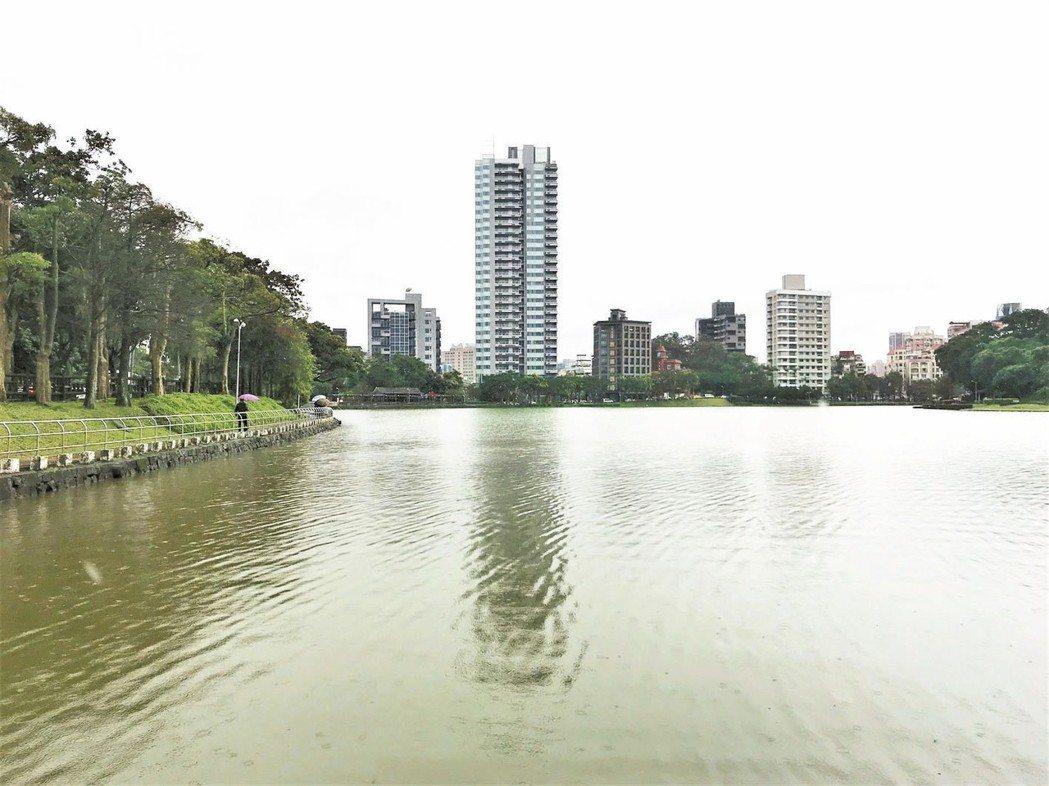 內湖有碧湖等公園湖畔,加上仍有親民的產品,房市在台北市相對熱門。 (本報系資料庫...