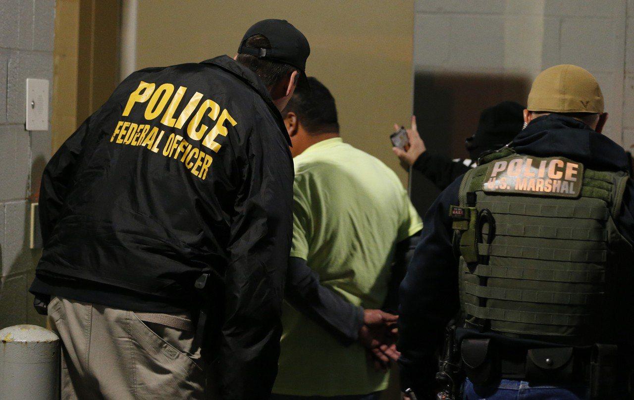 逮捕行動讓餐飲業不安。 美聯社