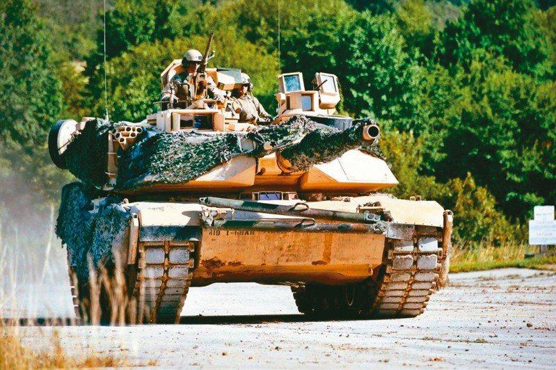 美國日前宣布包括M1A2戰車等約600億元的售台武器計畫。 路透