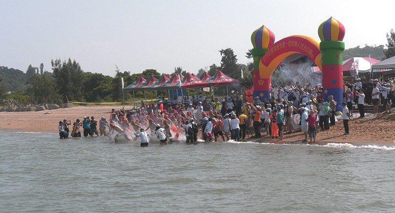金廈泳渡選手自金門下水。 主辦單位提供
