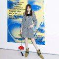 迪麗熱巴以新髮型駕馭「前衛衣服」 網友:根本靠顏值在撐