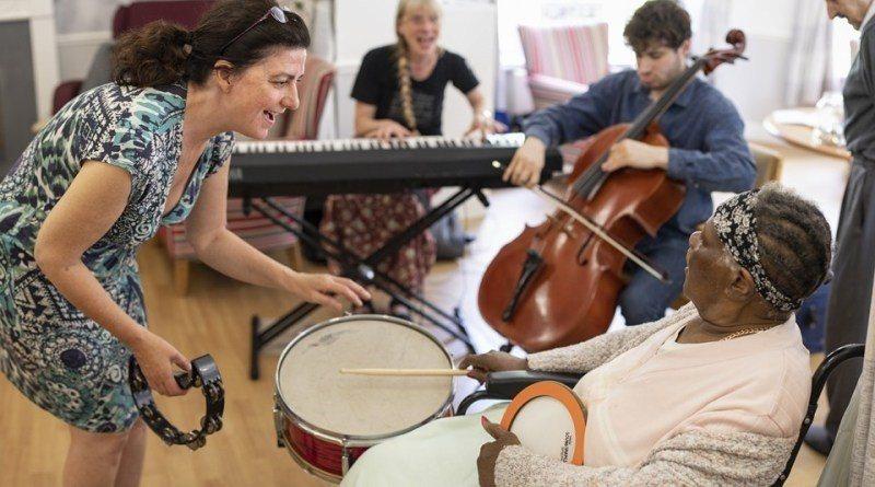 國家交響樂團(NSO)最近邀來擁有豐富樂齡工作經驗的英國音樂工作者,為團員舉行工...