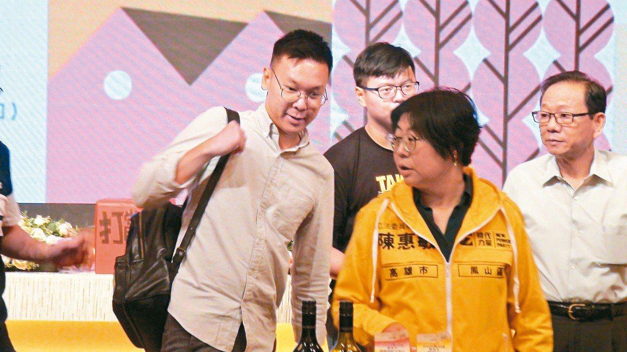 太陽花學運領袖林飛帆(左)昨晚出席時力募款餐會,明天預計接任民進黨副秘書長。記者...