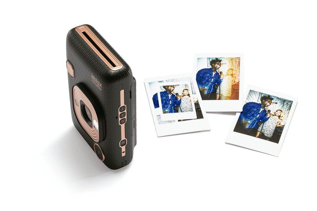 instax mini Liplay同樣具有數位相機、印相機混和式功能,共推出黑...