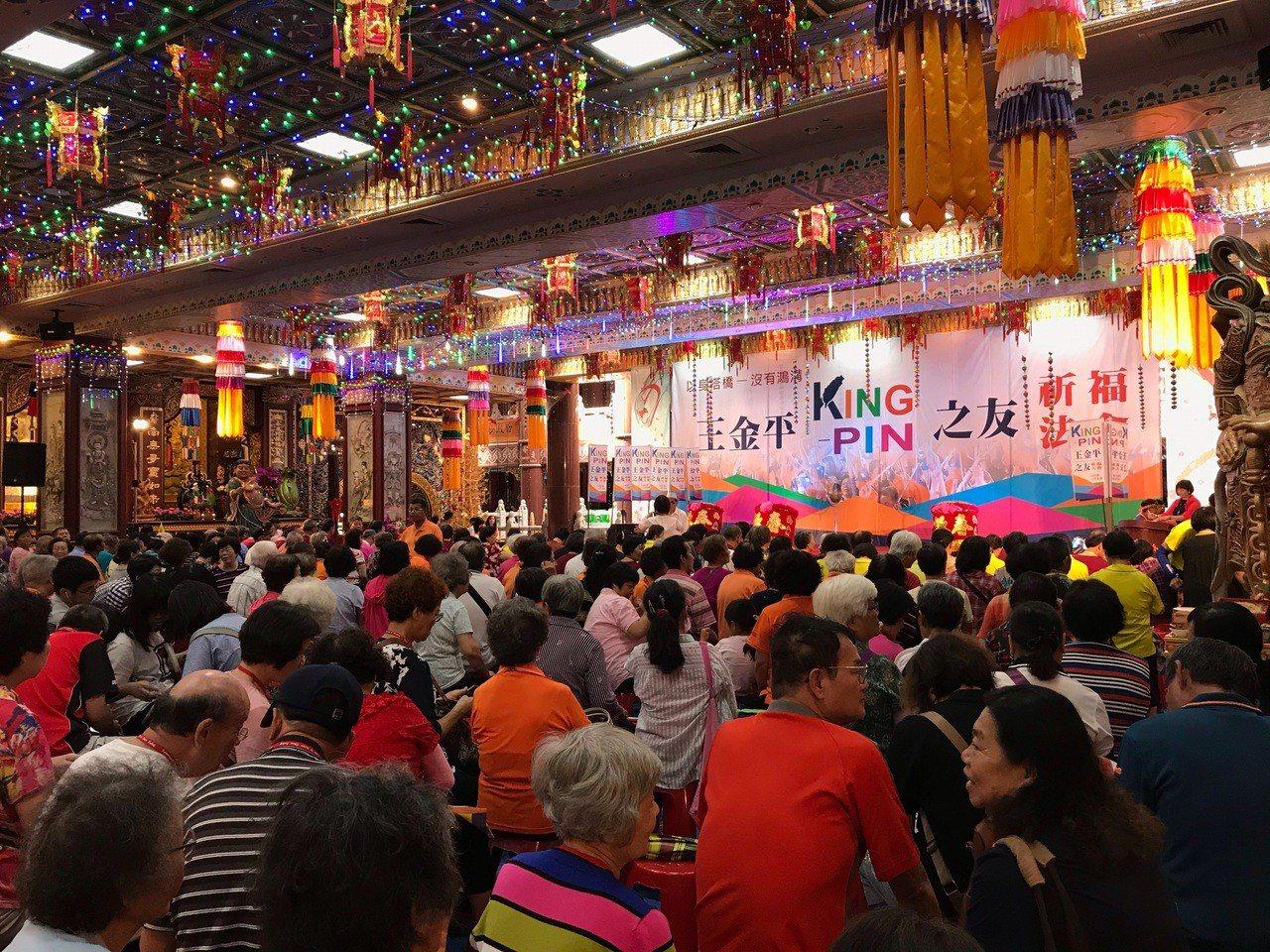 立委王金平祈福法會聚集各地挺王群眾,場面盛大。記者徐白櫻/攝影