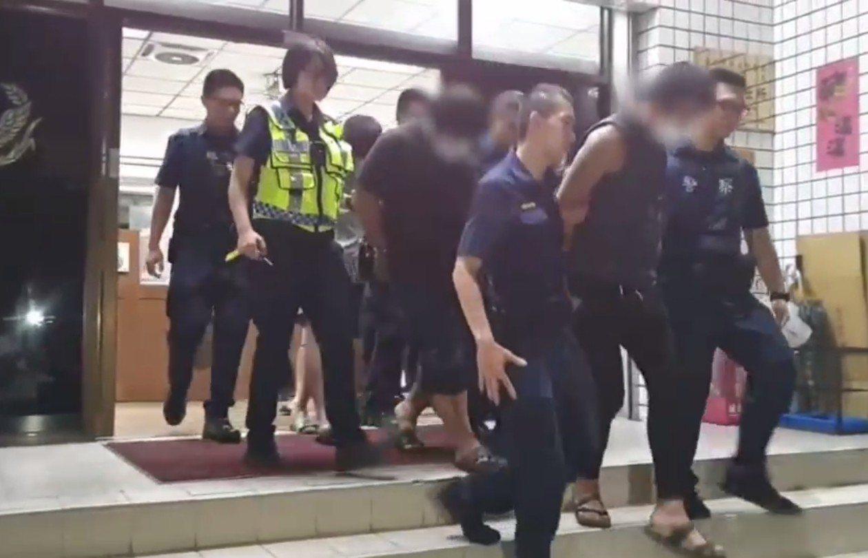 警方將5名酒醉鬧事男子移送法辦。記者林昭彰/翻攝