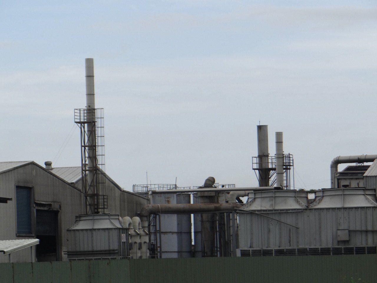 褒忠鄉金海龍化製廠是國內規模屬一屬二的化製廠,但長期散發臭氣,村民揚言用水泥封堵...