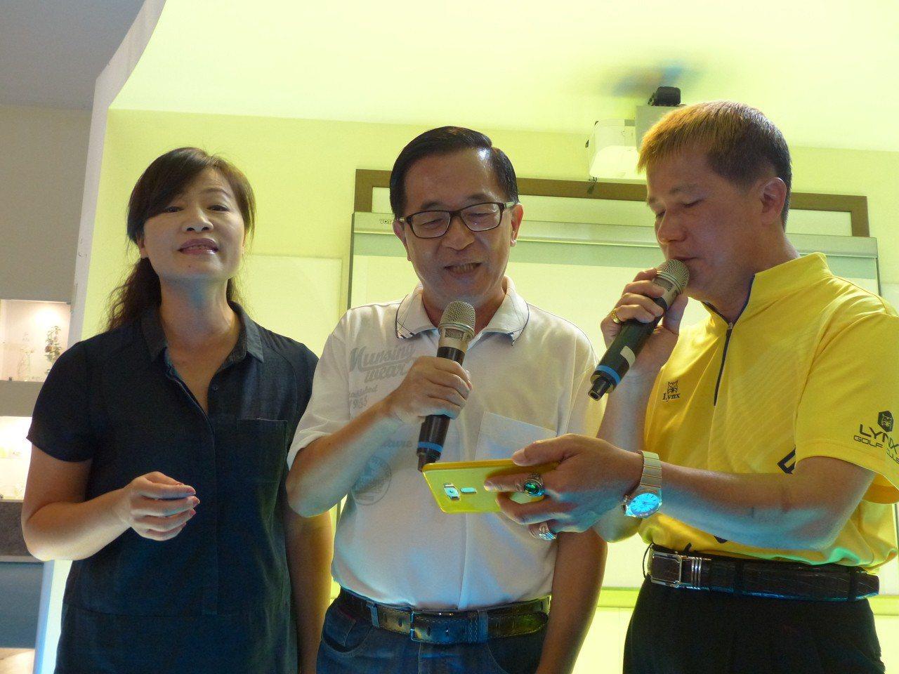 保外就醫的前總統陳水扁,今天上午到彰化縣彰濱工業區台灣玻璃博物館舉辦簽書會,還與...
