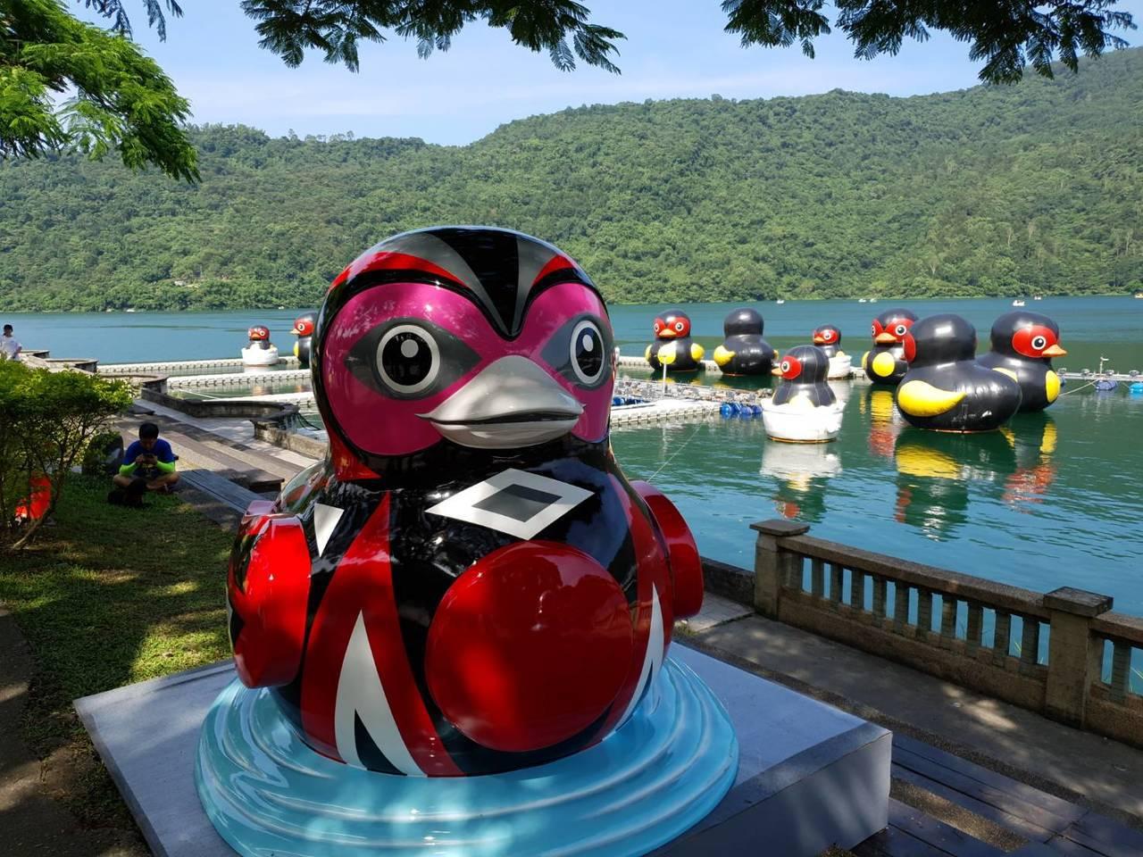旅英藝術家優席夫創作「微笑的鴨子」,具有原民意象。圖/花蓮縣政府提供