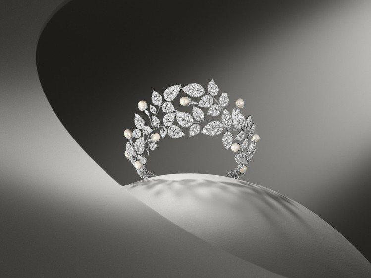 野玫瑰冠冕約製於1922年,使用鉑金、鑽石、珍珠製成,私人藏品。圖/Chaume...