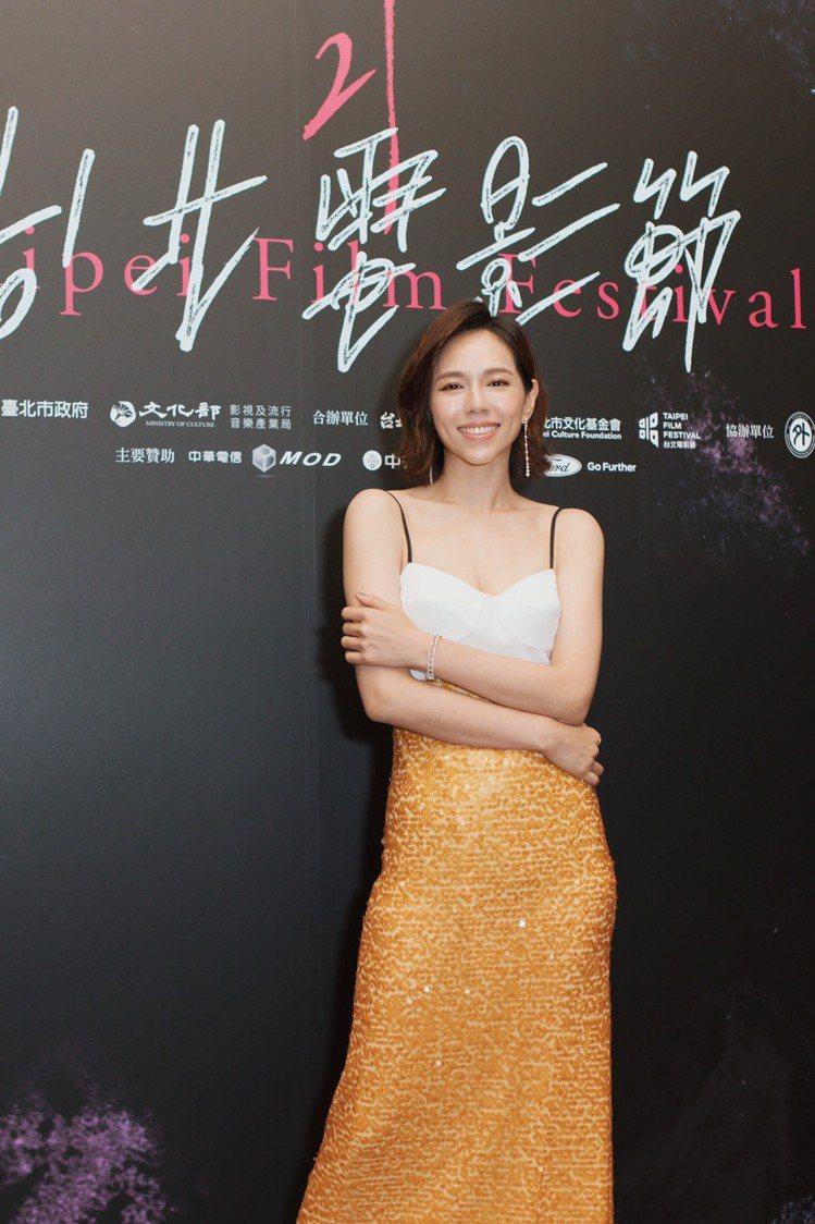 夏于喬在《灼人秘密》台北電影節開幕首映活動上,選穿LinLi Boutique獨...