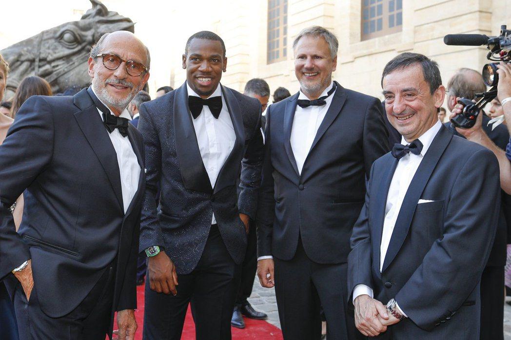 Richard Mille先生(左一)與好友,一同參與RICHARD MILLE...