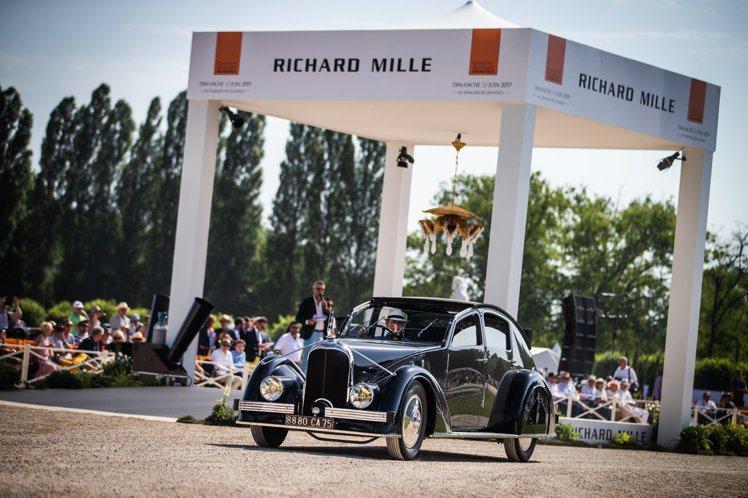 除了展示新穎和罕見車款之外,RICHARD MILLE尚蒂伊「藝術與雅致」車展的...
