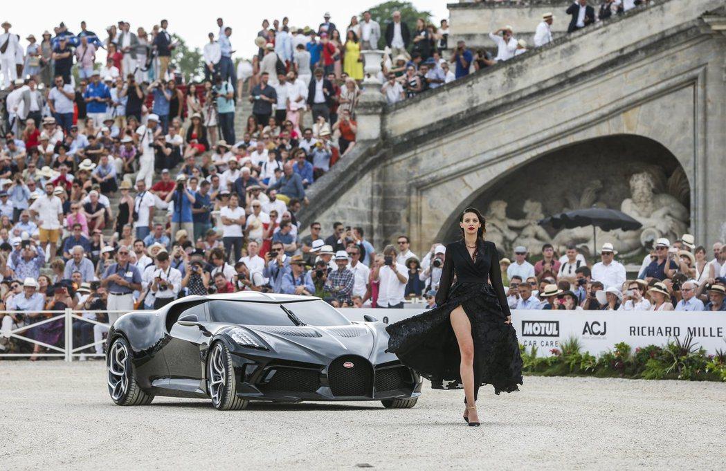 不同於其他國際車展,RICHARD MILLE尚蒂伊「藝術與雅致」經典車展,結合...