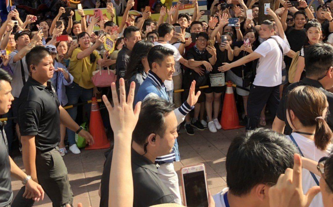 影星劉德華昨天下午到西門町宣傳新片「掃毒2天地對決」。記者李隆揆/翻攝