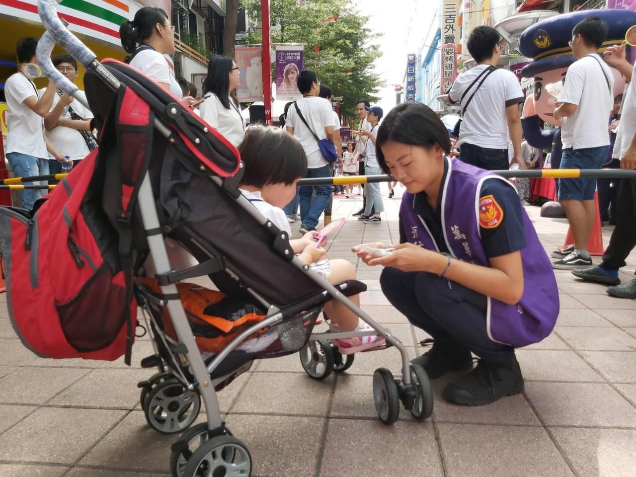 台北市萬華分局呼應電影主題,也到場宣導反毒概念。記者李隆揆/翻攝