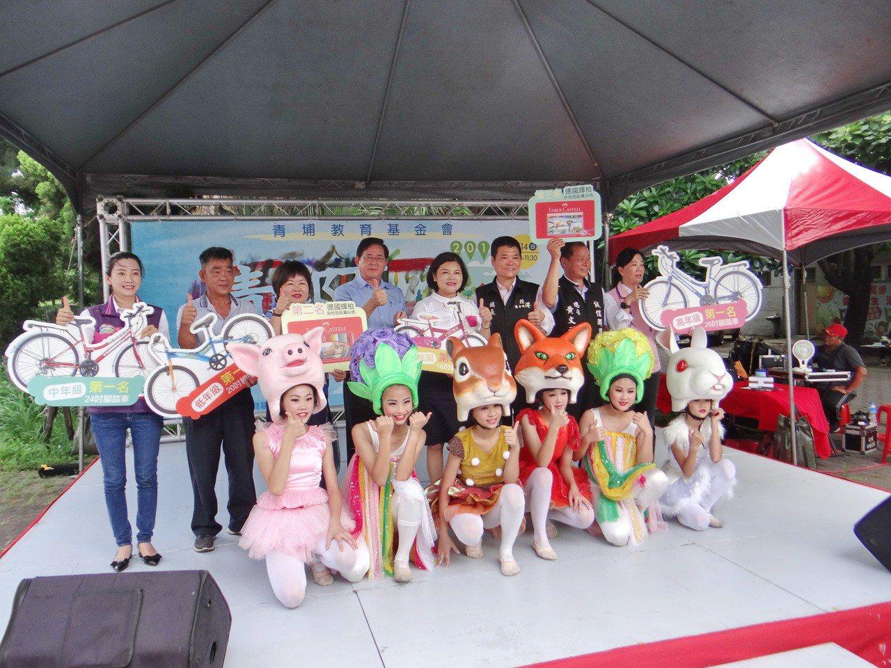 第一屆青郡盃兒童畫賽今天開賽,雲林縣長張麗善為畫賽揭幕。記者蔡維斌/攝影