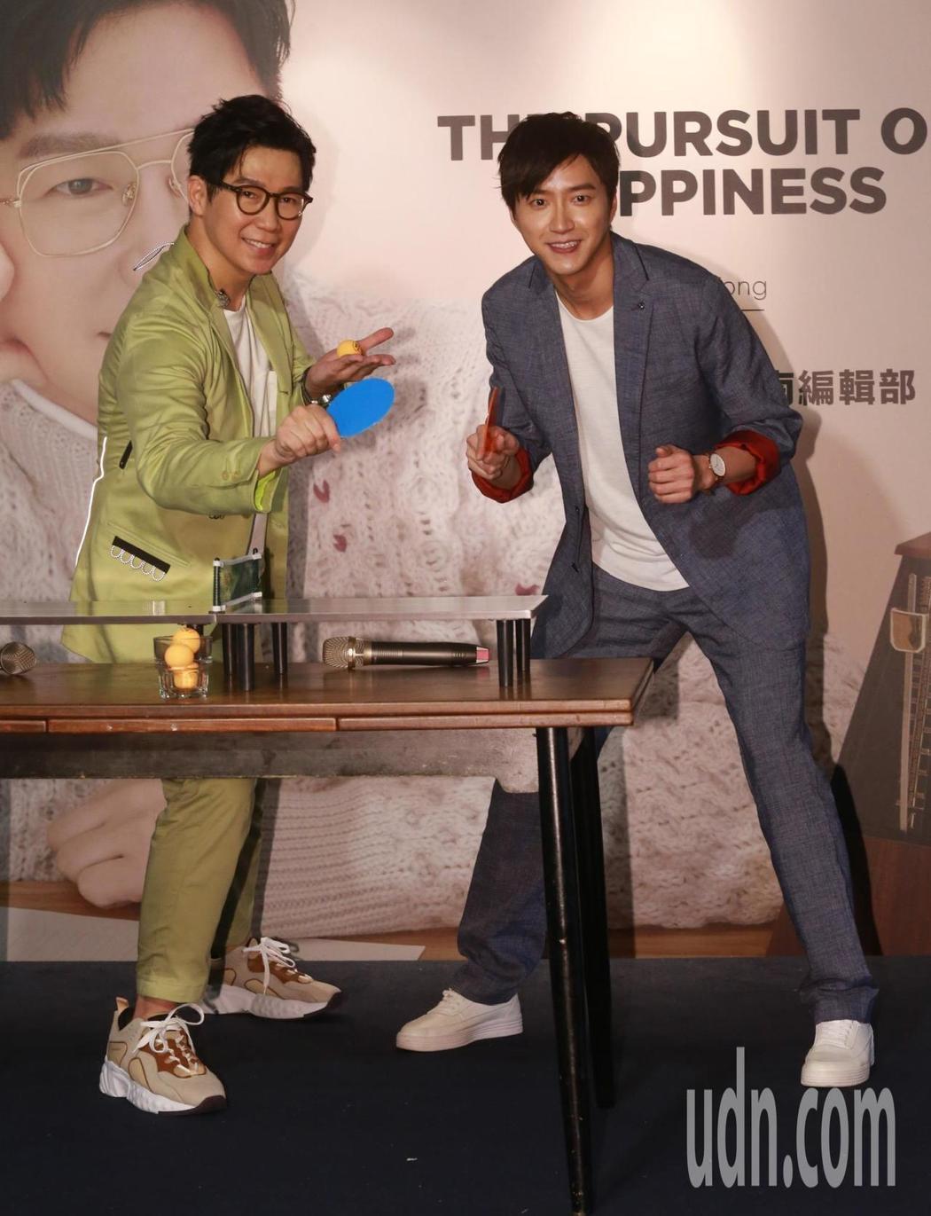 品冠(左)辦粉絲見面會,嘉賓江宏傑站台。記者黃義書/攝影
