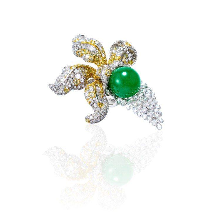 Anna Hu印象春蘭翡翠戒指,以翡翠為主石,搭配黃鑽、梨型切工、玫瑰式及圓形明...