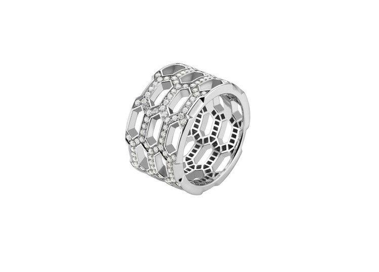 寶格麗Serpenti Eyes On Me系列鑽石戒指,約26萬9,900元。...
