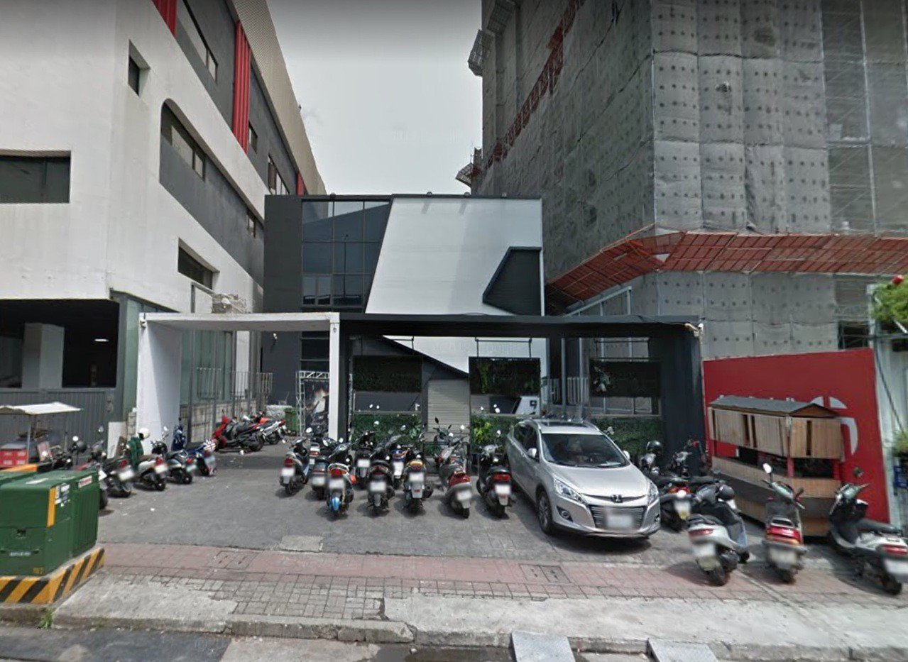 台中市西屯區環中路的夜店今天凌晨傳出酒客糾紛案件,警方接獲通報後依法帶回涉案5人...