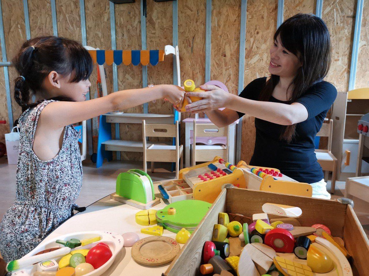 MONEYJUMP的積木是選用德國木頭玩具頂級品牌「Hape愛傑卡」,誠意十足。...