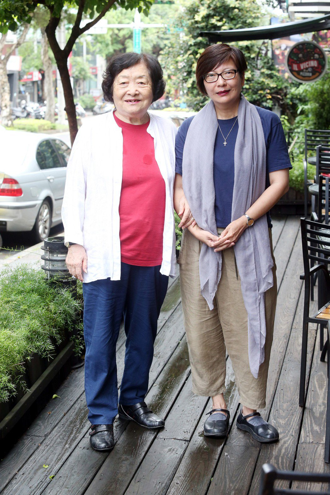導演隋淑芬(右)與劉引商合作短片。記者邱德祥/攝影