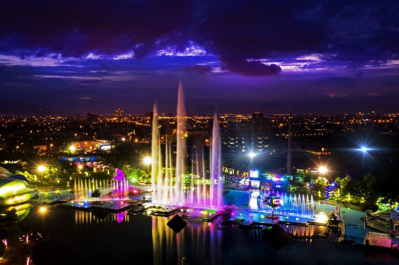 宜蘭童玩節今年加碼「星光場」,吸引遊客留在宜蘭住宿,至今入園人數突破10萬。圖/...
