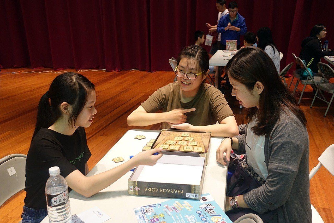 嘉義市府舉辦的科學168教育博覽會,首度結合桌遊。記者李承穎/攝影