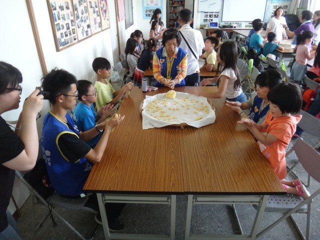 環保局邀請公益社服團體的孩童參加環保低碳夏令營,將愛護地球的理念傳到他們的心田。...